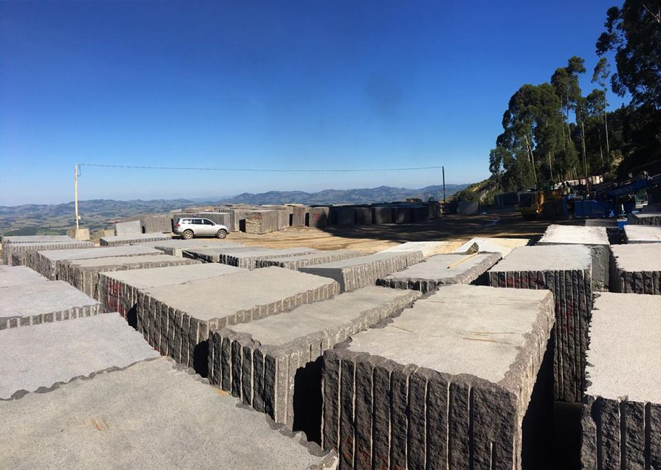 Storage yard with Imperial Coffee granite - PR Grupo Paraná