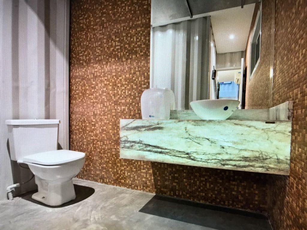 Banheiro decorado com marmore Pietra Fina