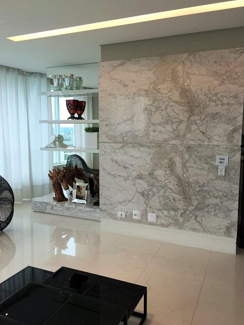 Calacata PR em revestimento de parede - Marmore Branco Parana