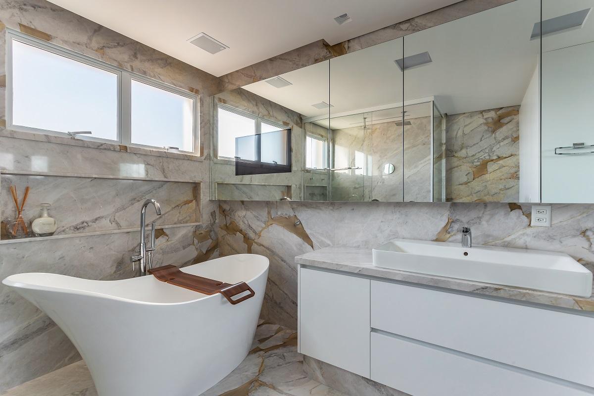 Confira dicas para uso do mármore Branco Paraná no banheiro