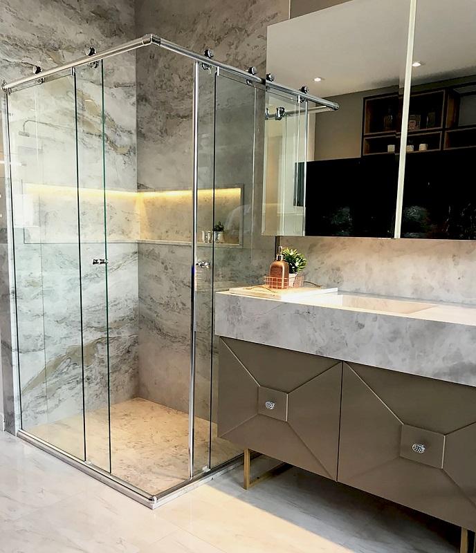 banheiro em mármore perlato