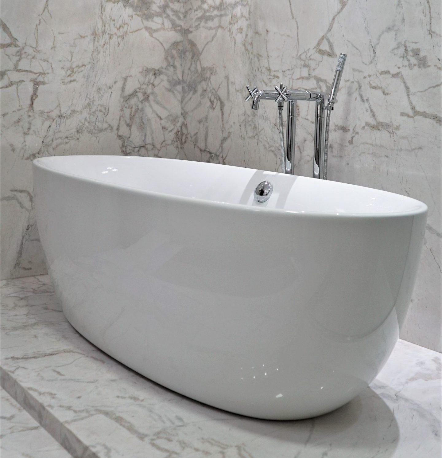 Banheiro em Calacatta PR